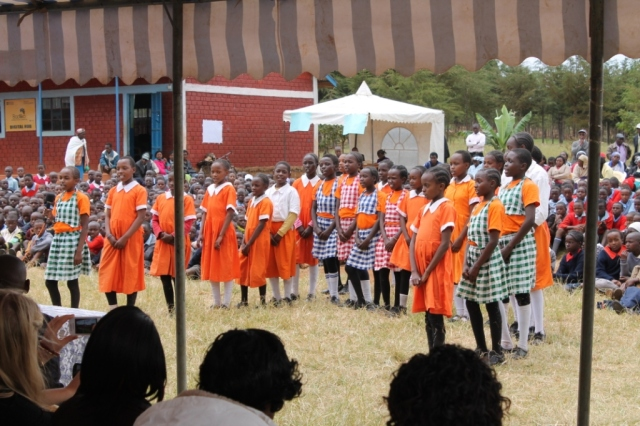 Kids preforming at the reward ceremony