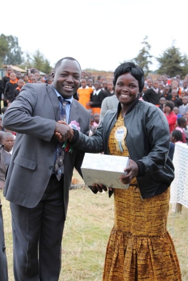 Our pricipal getting a reward from the governor