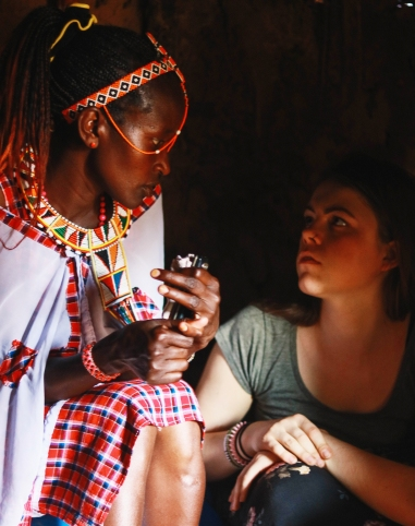 Evelyn_and_Eva_in_Masai_hut
